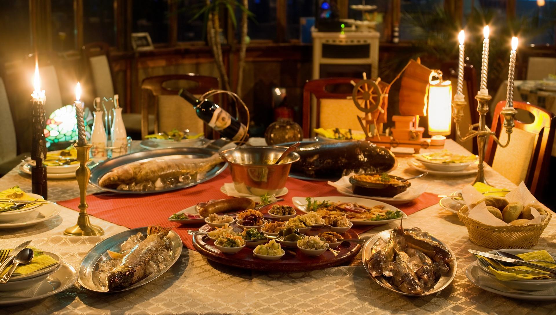 Restoran Ribnjak Meze na stolu